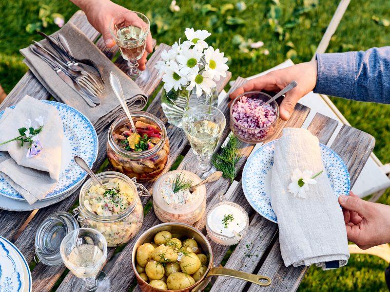 vegetarisk sill, matjessill och rökt laxröra - recept för midsommar