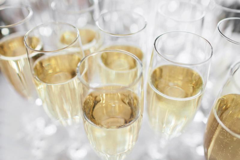Digital champagneprovning alice bardot