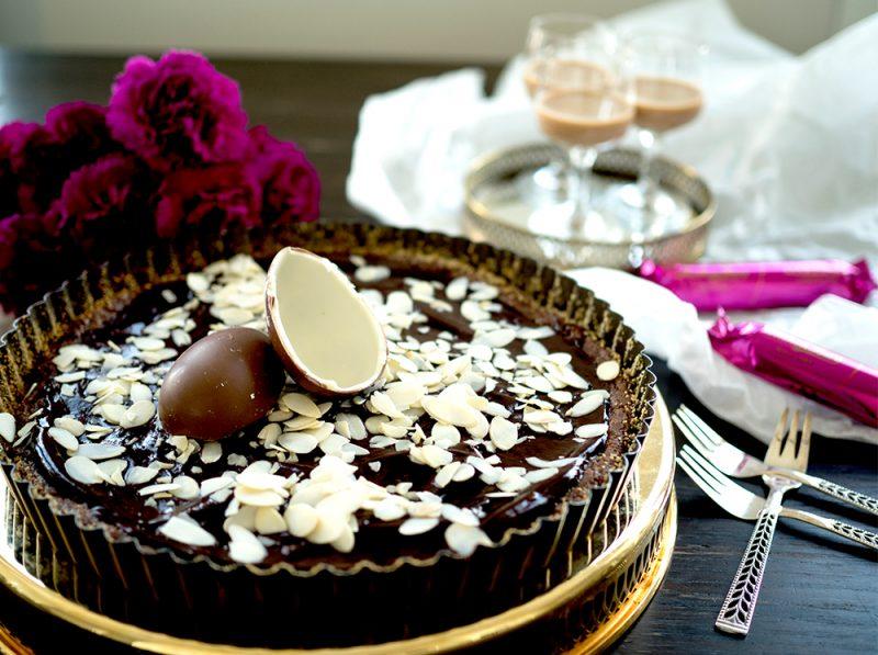 chokladkaka med brynt smör och rostad mandel