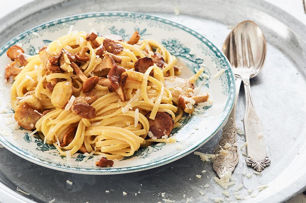 pasta med råstekt jordärtskocka och kantareller
