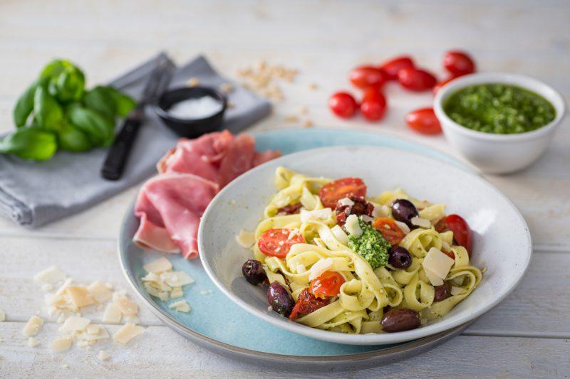 recept pastasallad med pesto och jamon serrano