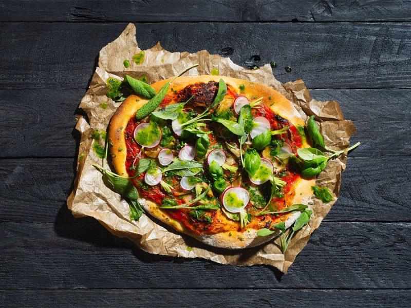 Recept potatispizza med rädisor och pesto